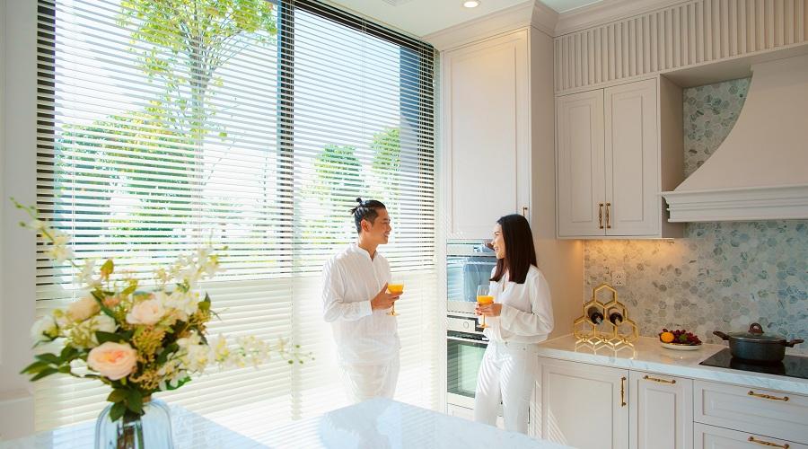 Vợ chồng Hồ Hoài Anh thích thú trải nghiệm không gian xanh tại Aqua City
