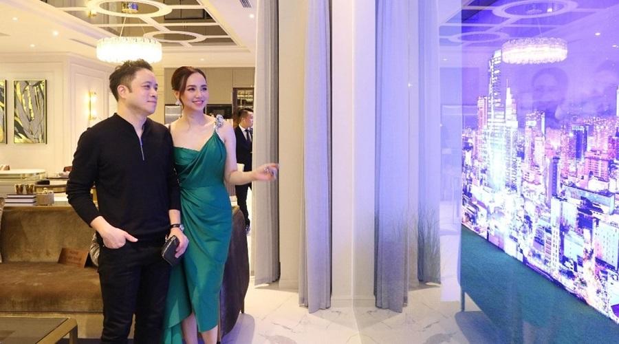 Victor Vũ, Đinh Ngọc Diệp thích căn hộ mẫu The Grand Manhattan