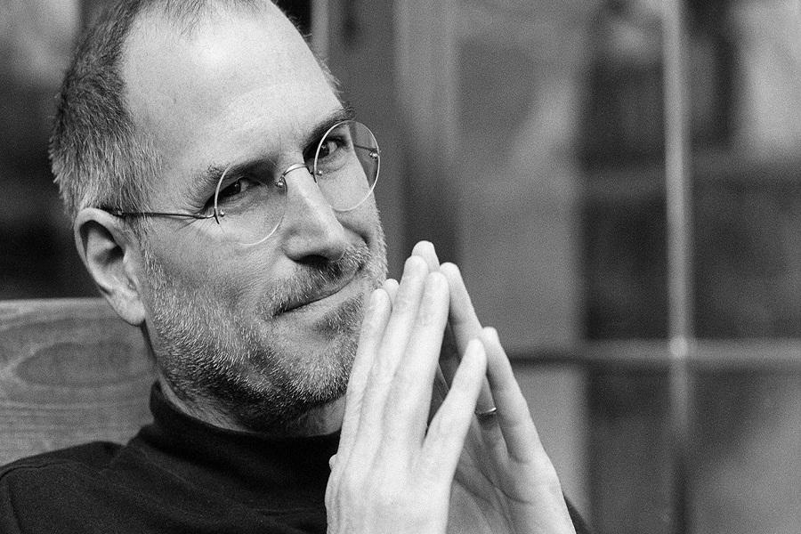 Steve Jobs đã điều khiển mọi người như thế nào?